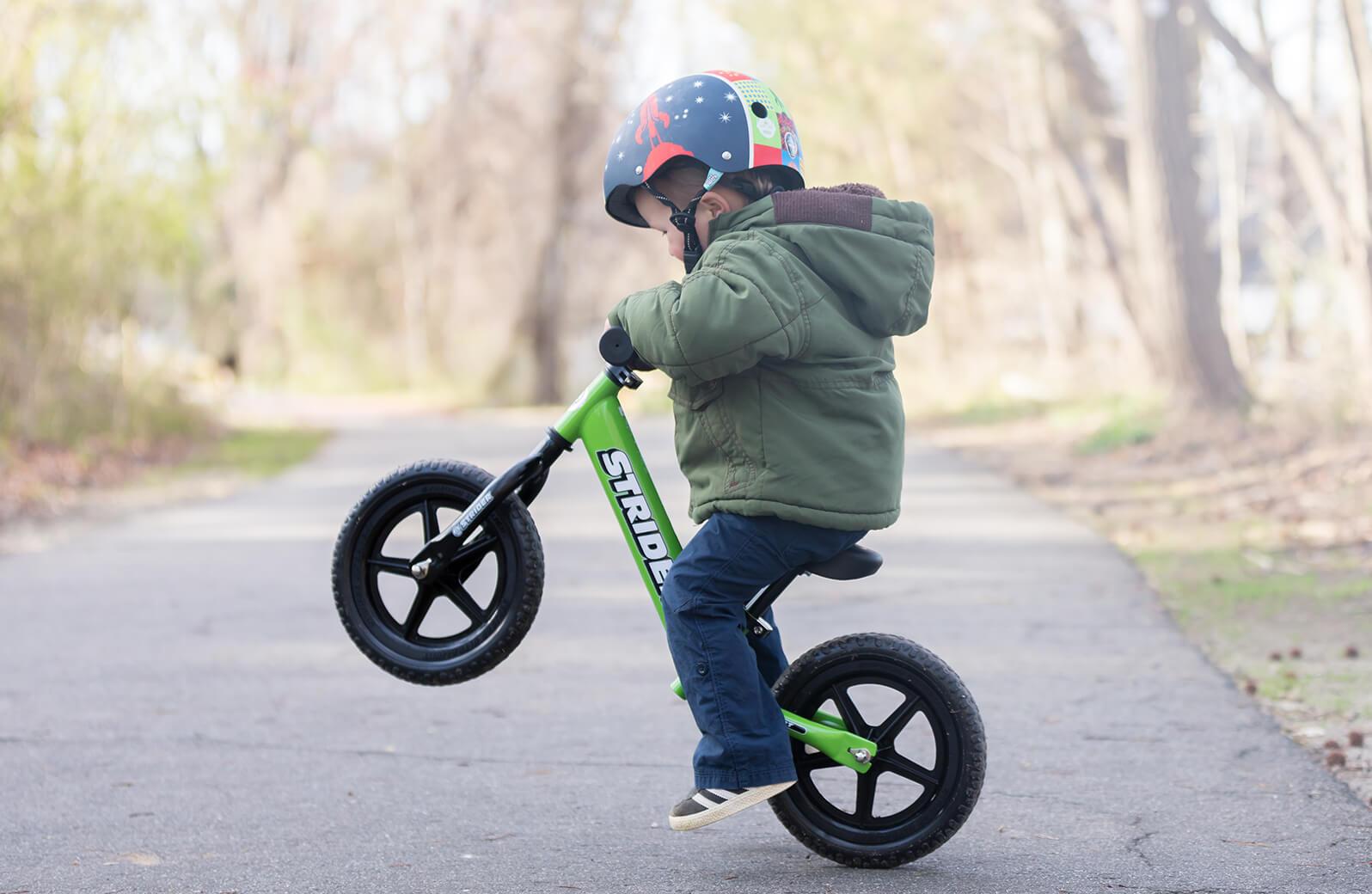 Roheline Strider jooksuratas poisiga
